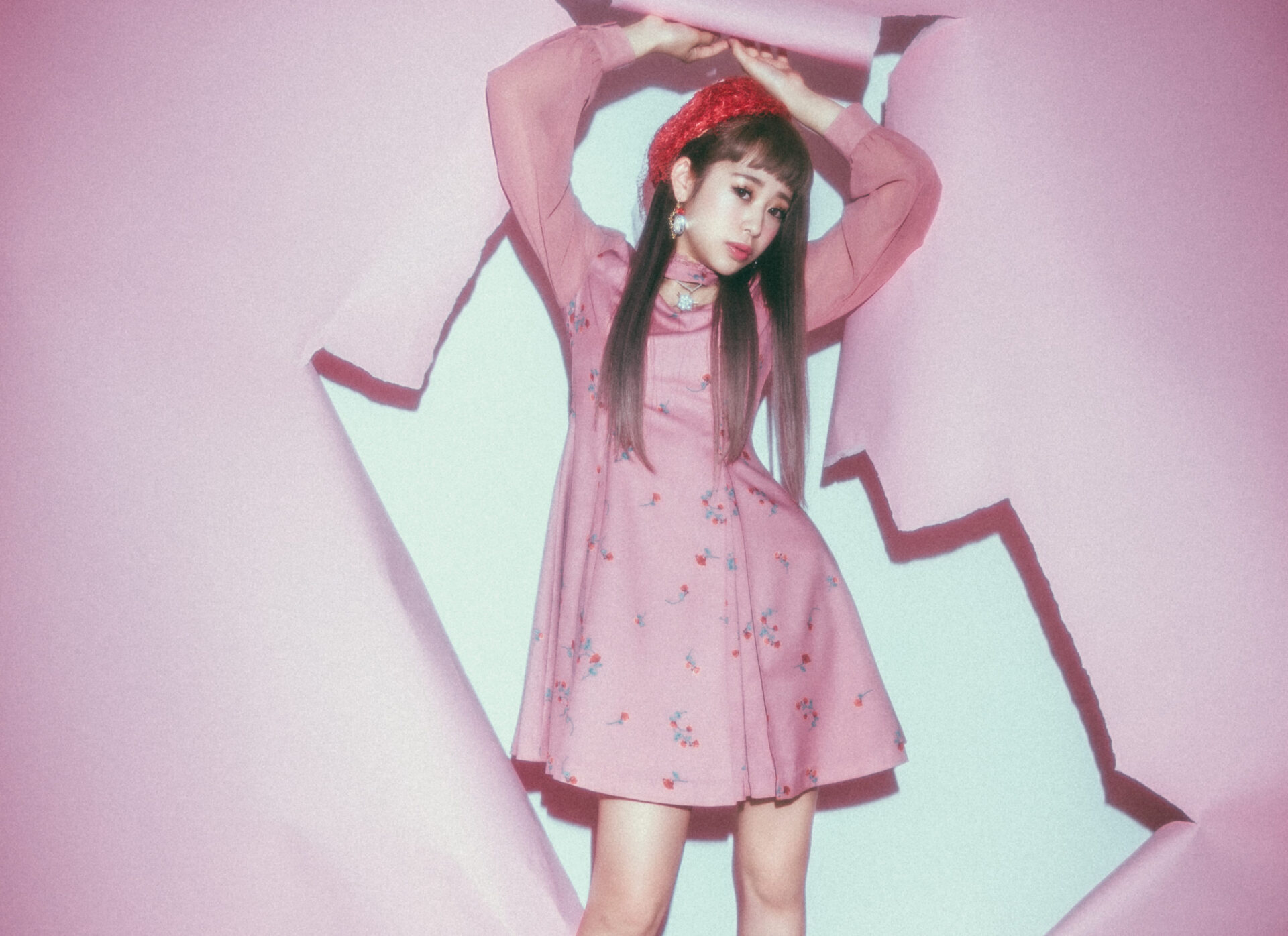 ihme 『issue1』  scene1 ピンクの世界と神谷愛梨/ソー・ワット?